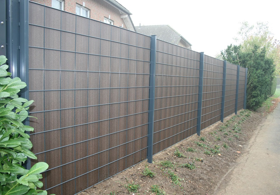 Tuinomheining panelen lenaers nv for Moderne afsluiting tuin
